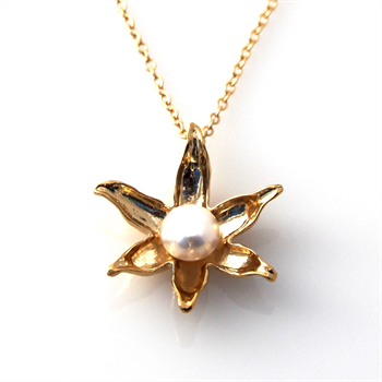 Floating Lotus Necklace GPlate Pearl