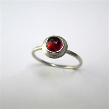 Little Gem Ring Garnet K-O